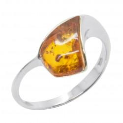 Anello in argento e ambra forma cognac triangolo di colore