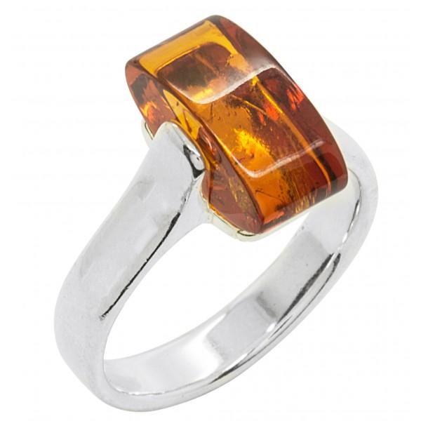 Bague en ambre cognac et argent, pierre rectangulaire