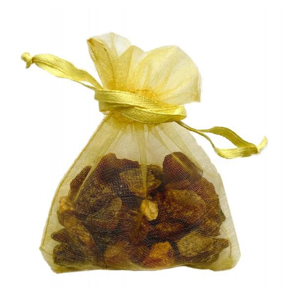 Sachet d'ambre naturel brut dans son sachet d'organza or
