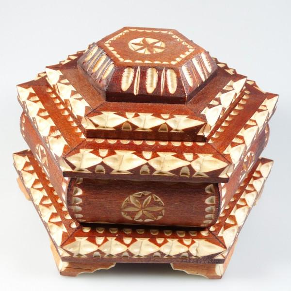 Boite bijoux artisanal en bois sculpt bijoux d 39 ambre - Boite a bijoux boucle d oreille ...